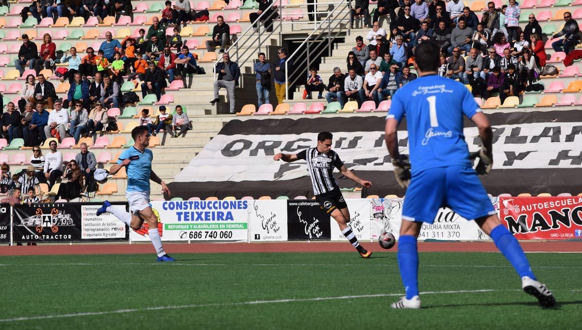 El Haro golea al Arnedo antes de encarar el reto del playoff 13
