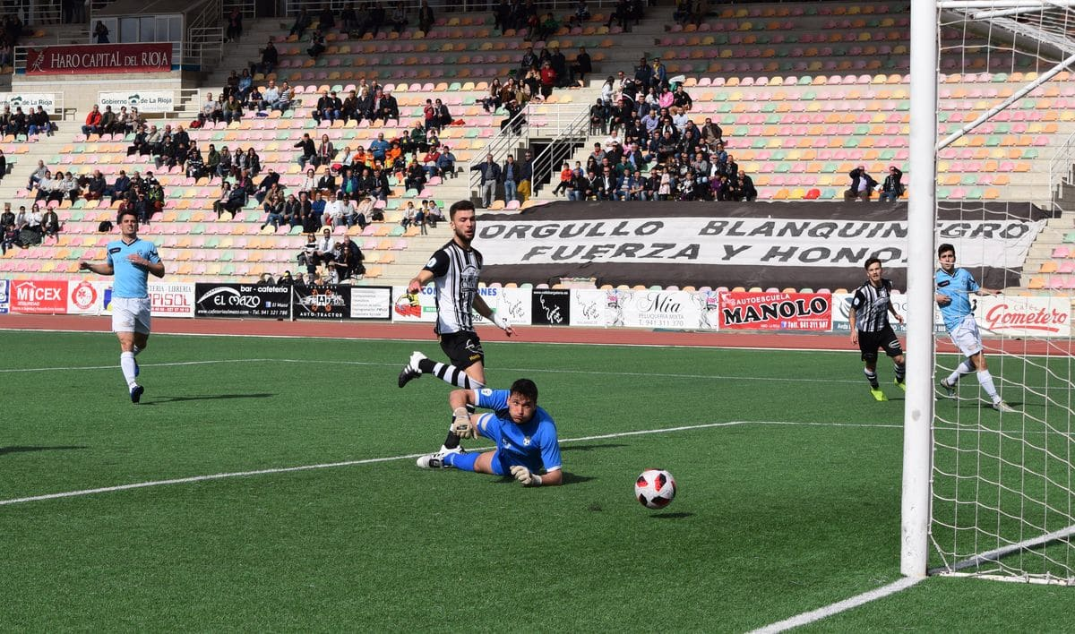 El Haro golea al Arnedo antes de encarar el reto del playoff 10