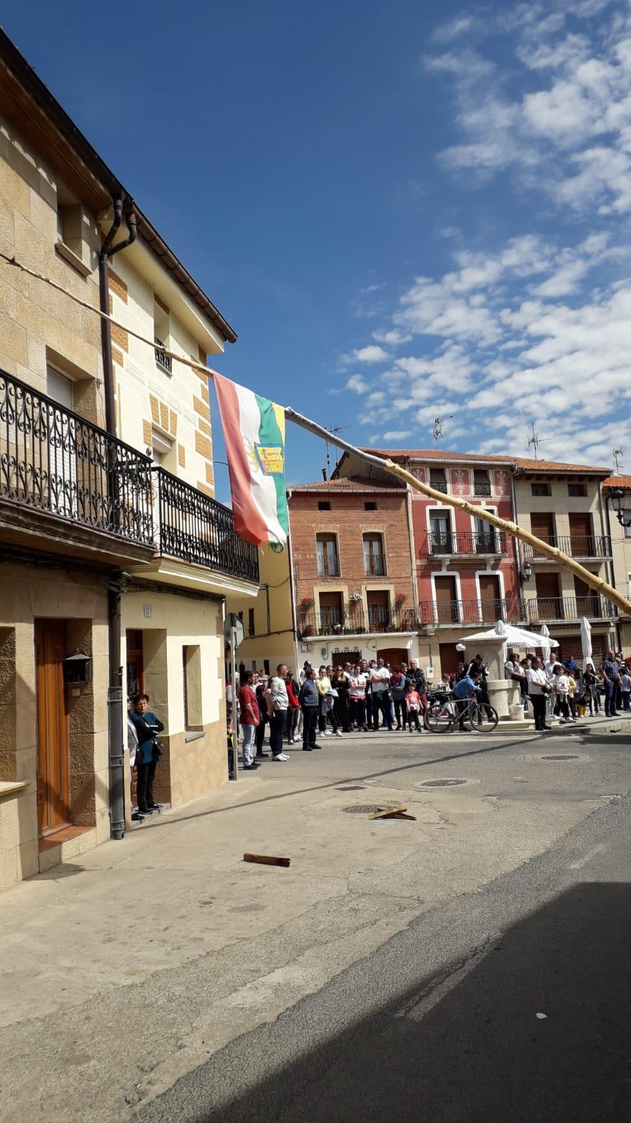 Las imágenes de la celebración de la puesta del Mayo en Castañares de Rioja 2
