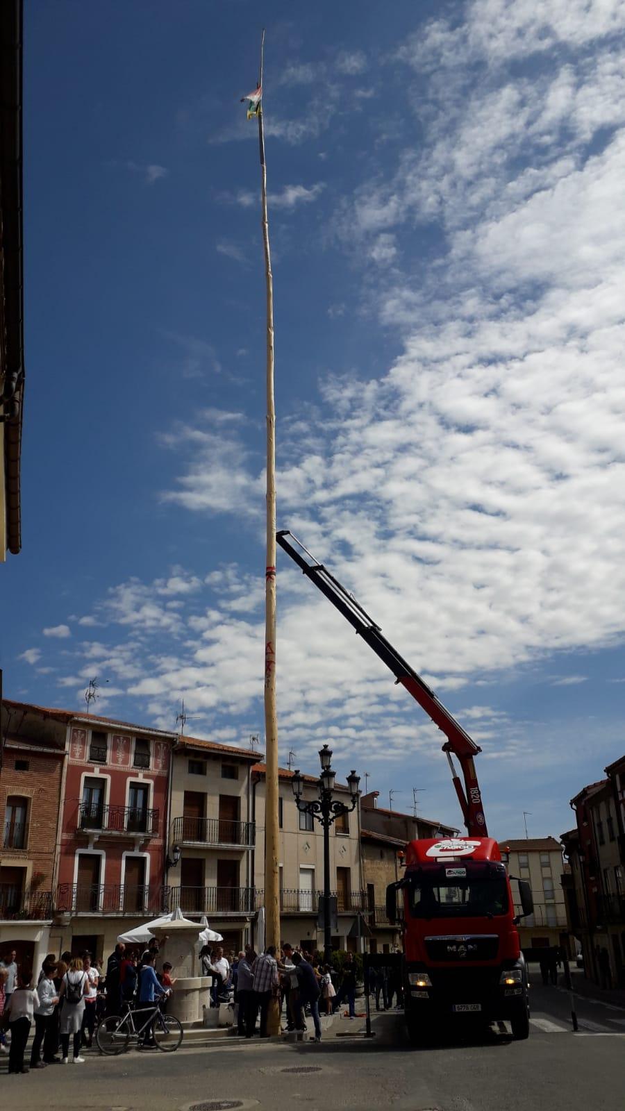 Las imágenes de la celebración de la puesta del Mayo en Castañares de Rioja 3