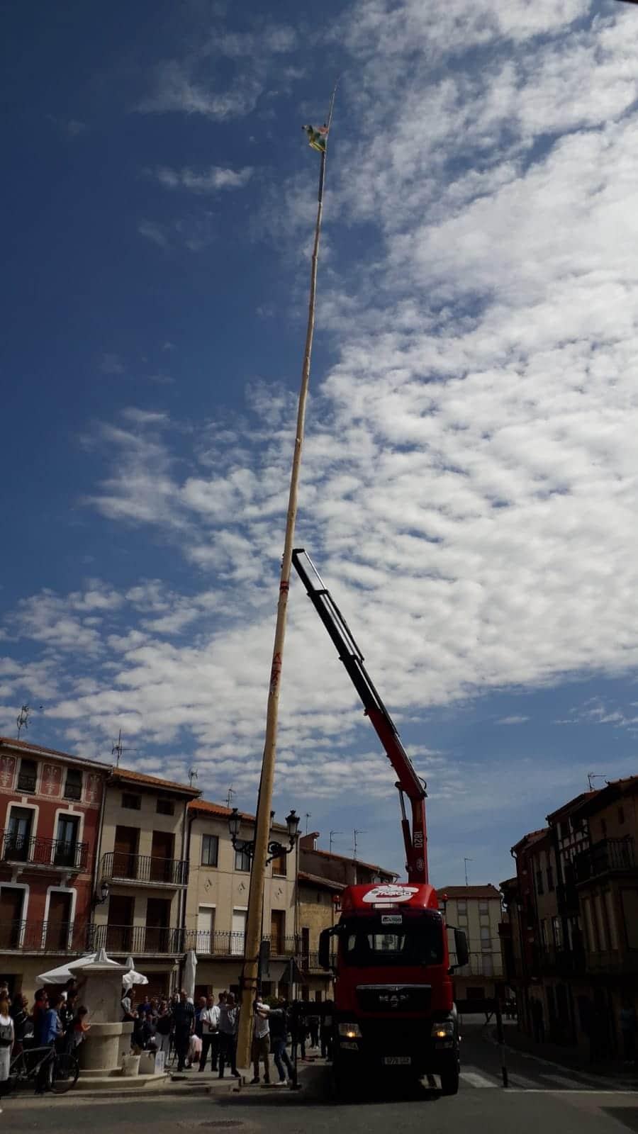 Las imágenes de la celebración de la puesta del Mayo en Castañares de Rioja 5
