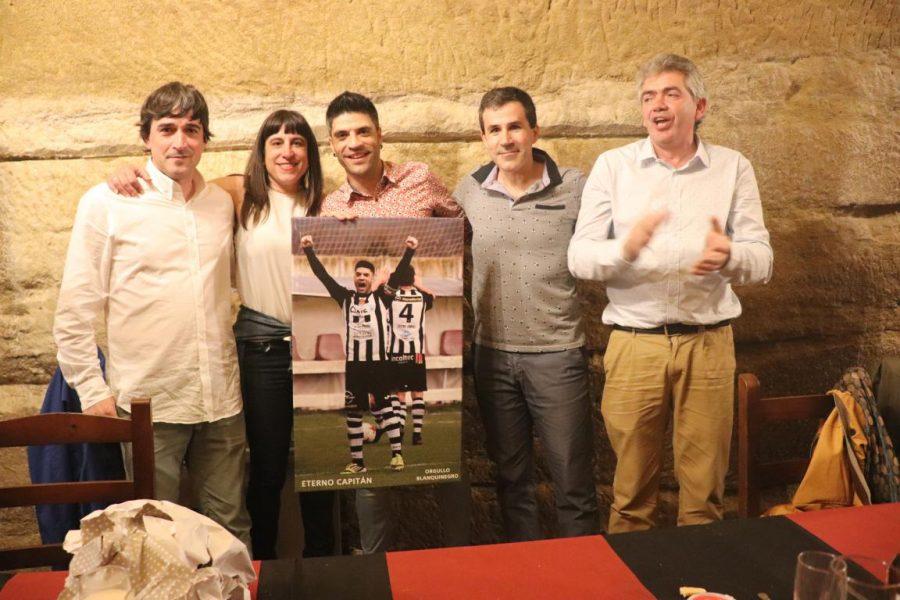 Facu Ballardo recibe el premio Jugador Estrella del Skuadron 9