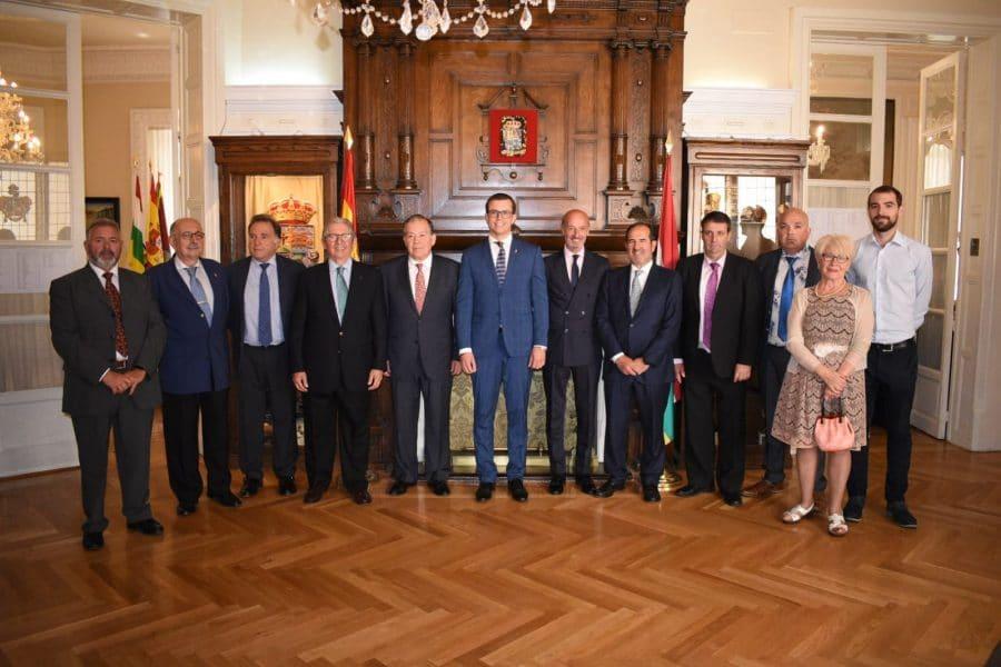 La Agrupación de Cornetas y Tambores de Haro recibe la placa de Exaltación de los Valores Riojanos 1