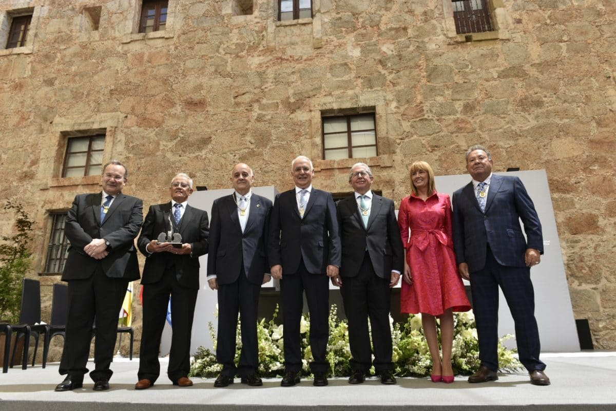 López de Silanes recibe la distinción de Riojano Ilustre 2