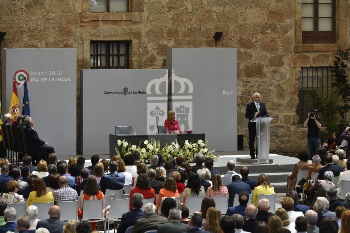 López de Silanes recibe la distinción de Riojano Ilustre 3