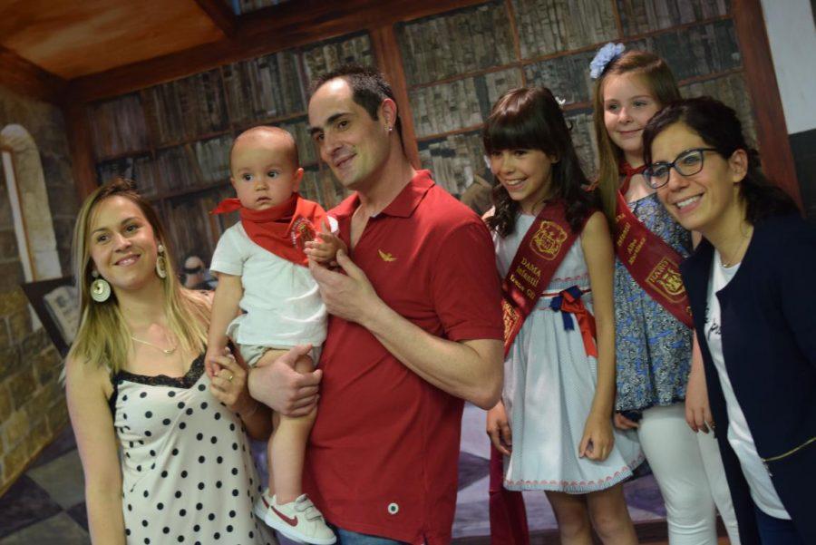 48 niños y niñas reciben su primer pañuelo de fiestas de Haro 12