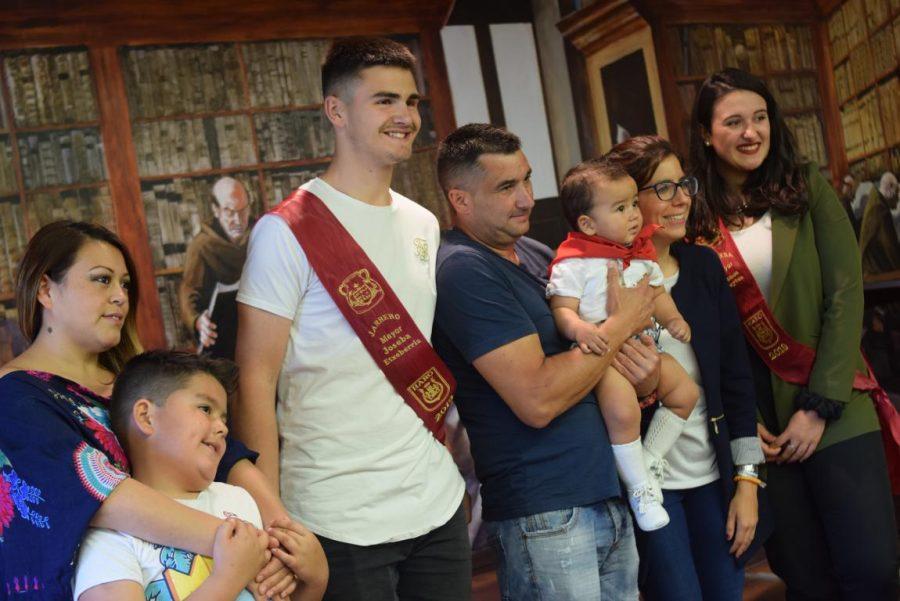 48 niños y niñas reciben su primer pañuelo de fiestas de Haro 16