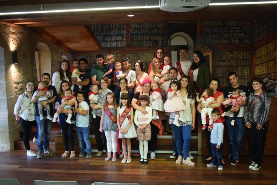 48 niños y niñas reciben su primer pañuelo de fiestas de Haro 18