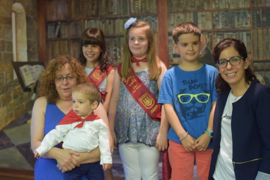 48 niños y niñas reciben su primer pañuelo de fiestas de Haro 2