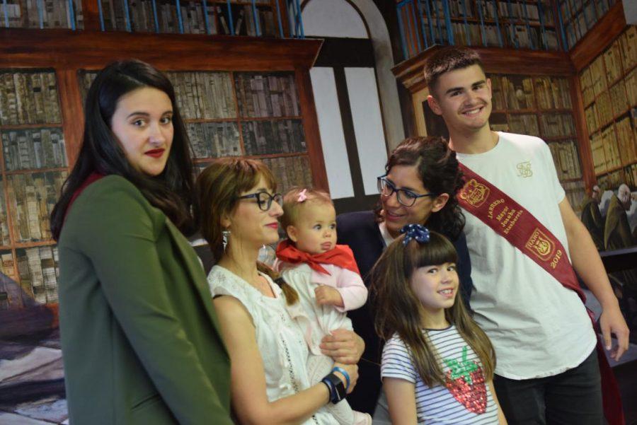 48 niños y niñas reciben su primer pañuelo de fiestas de Haro 23