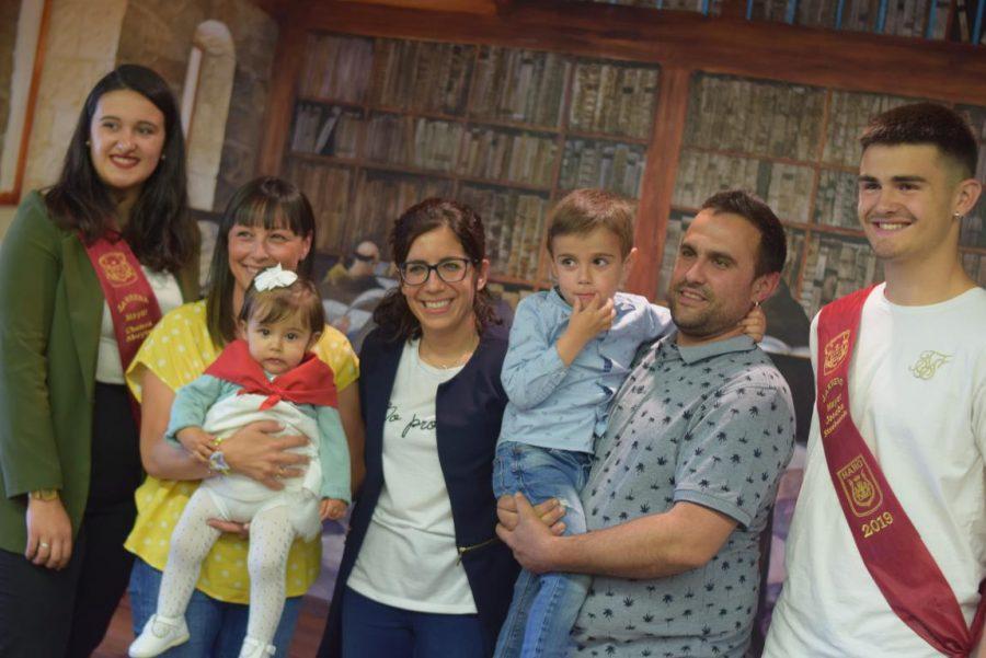 48 niños y niñas reciben su primer pañuelo de fiestas de Haro 27