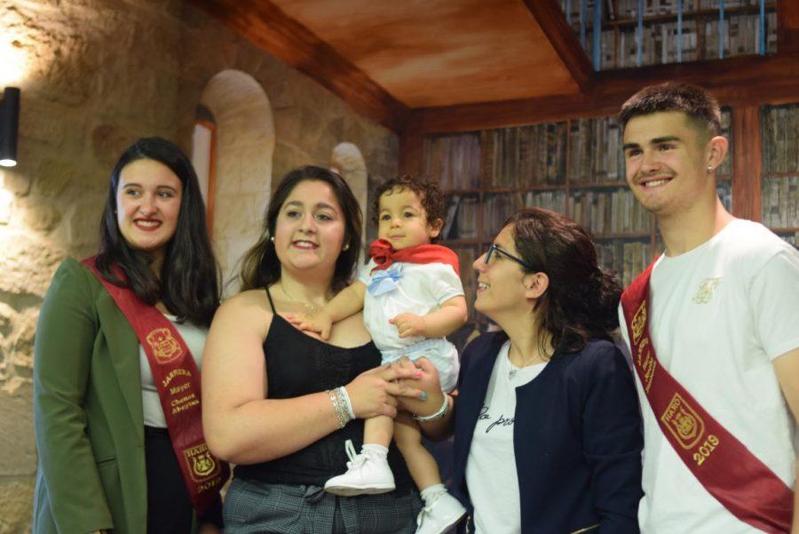 48 niños y niñas reciben su primer pañuelo de fiestas de Haro 34