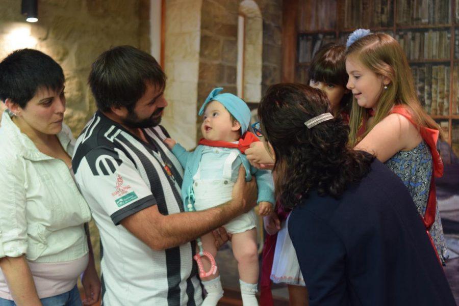 48 niños y niñas reciben su primer pañuelo de fiestas de Haro 35