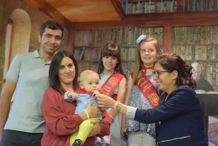 48 niños y niñas reciben su primer pañuelo de fiestas de Haro 38