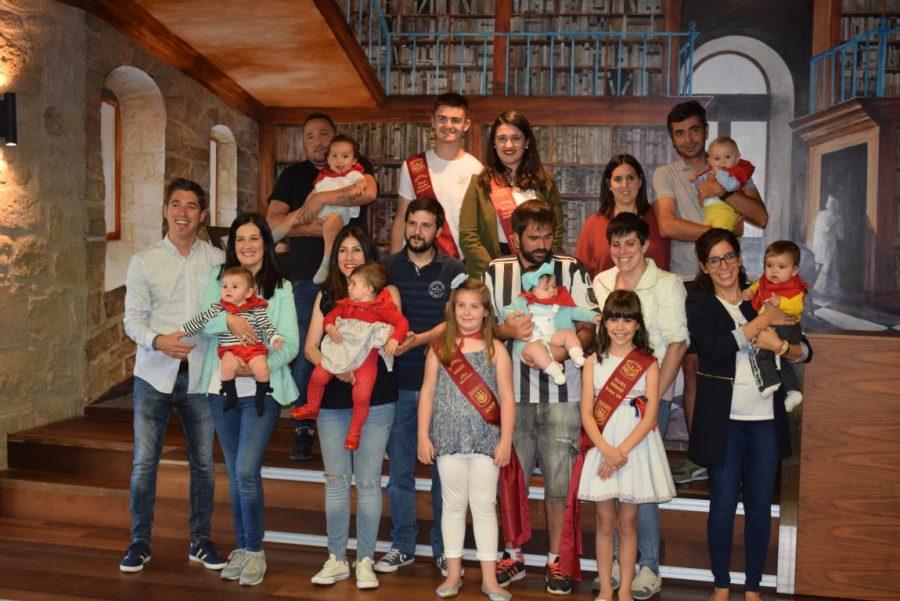 48 niños y niñas reciben su primer pañuelo de fiestas de Haro 39