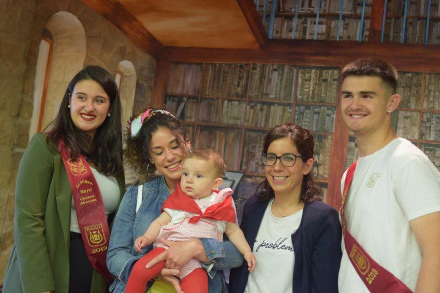 48 niños y niñas reciben su primer pañuelo de fiestas de Haro 45