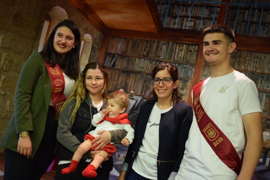 48 niños y niñas reciben su primer pañuelo de fiestas de Haro 49