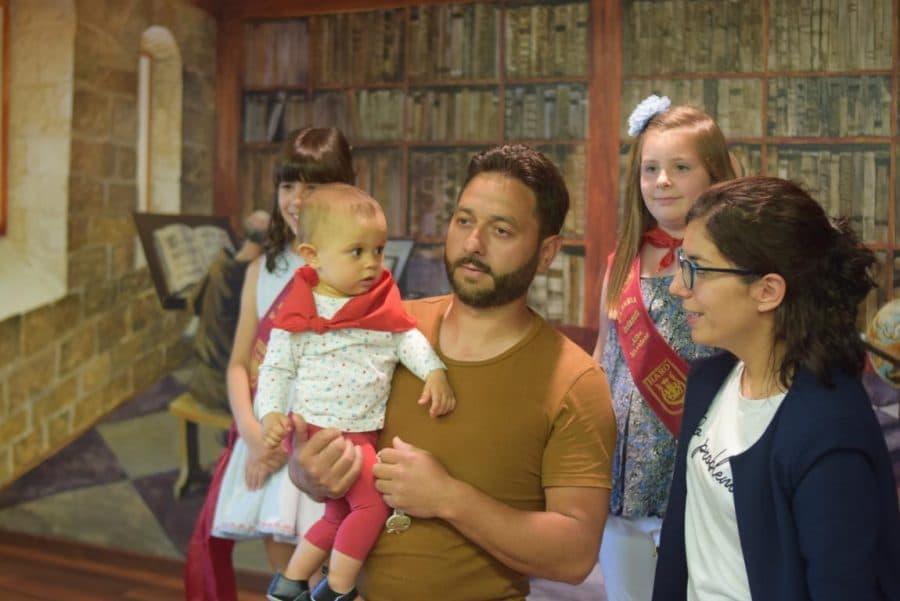 48 niños y niñas reciben su primer pañuelo de fiestas de Haro 51
