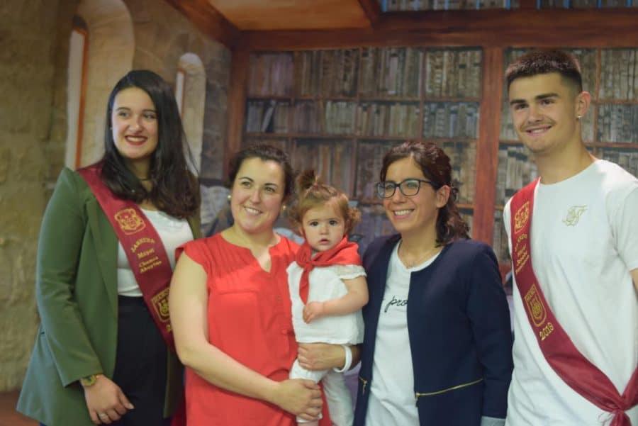 48 niños y niñas reciben su primer pañuelo de fiestas de Haro 8