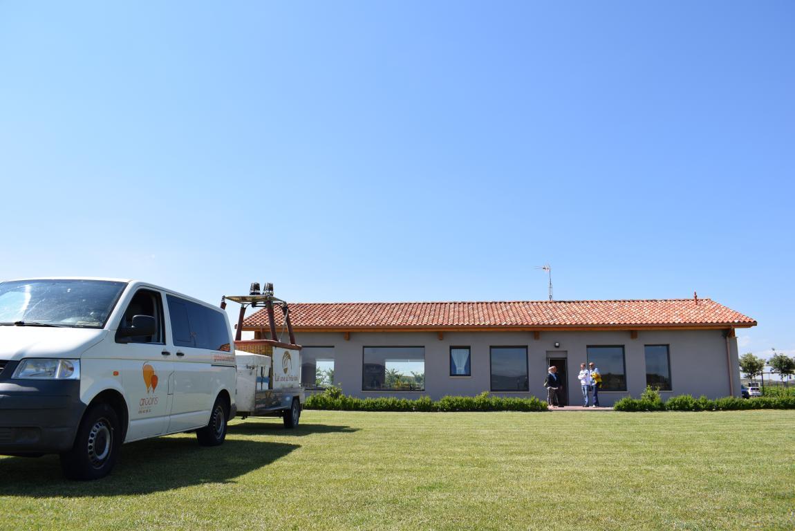 Globos Arcoiris inaugura en Cuzcurrita su base en tierra 1