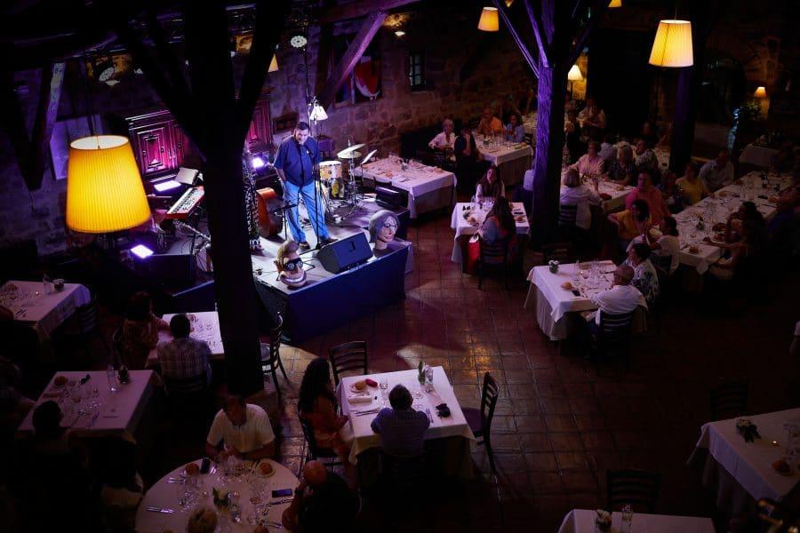 Lara Vizuete pone melodía a la gastronomía de La Vieja Bodega 2