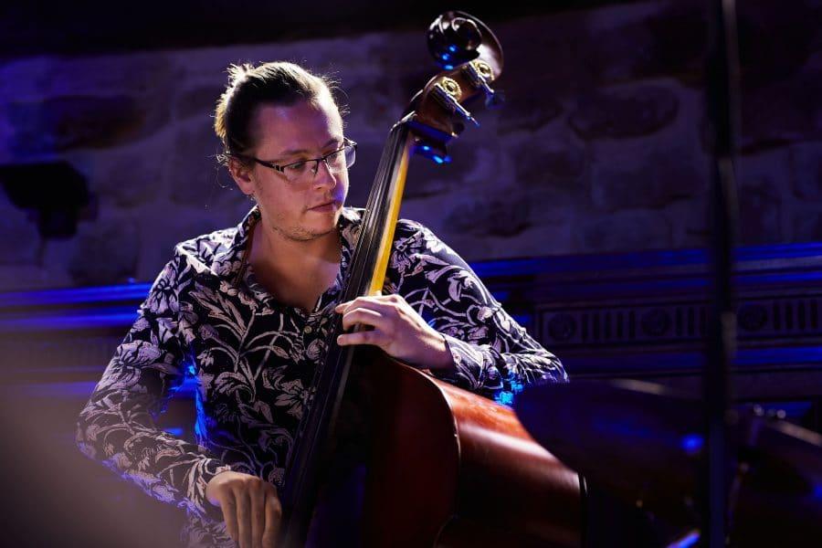 Lara Vizuete pone melodía a la gastronomía de La Vieja Bodega 8