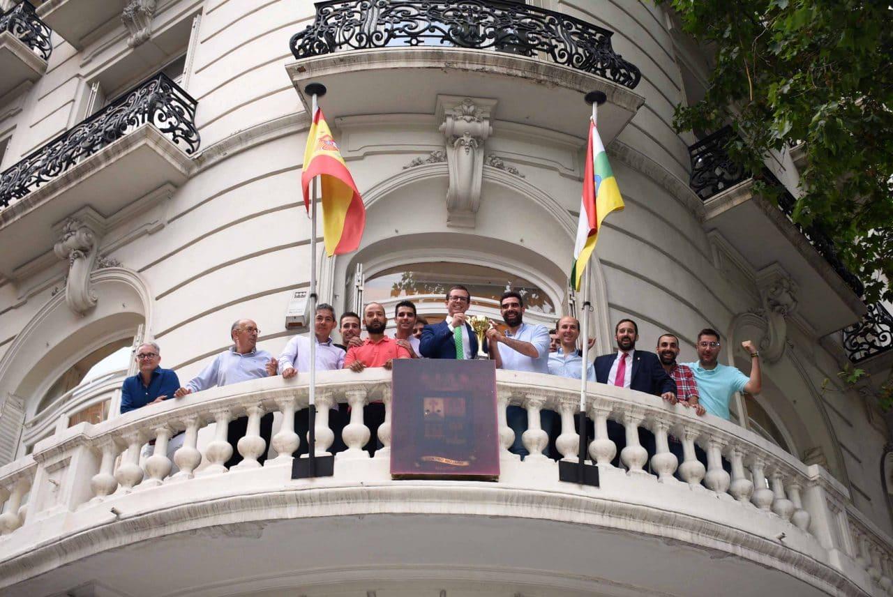 El Centro Riojano de Madrid celebra por todo lo alto el éxito de su equipo de fútbol 1