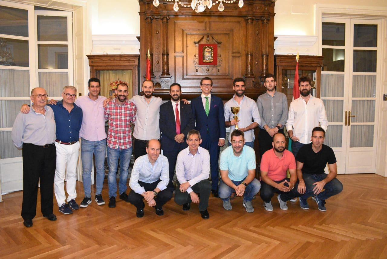 El Centro Riojano de Madrid celebra por todo lo alto el éxito de su equipo de fútbol 3