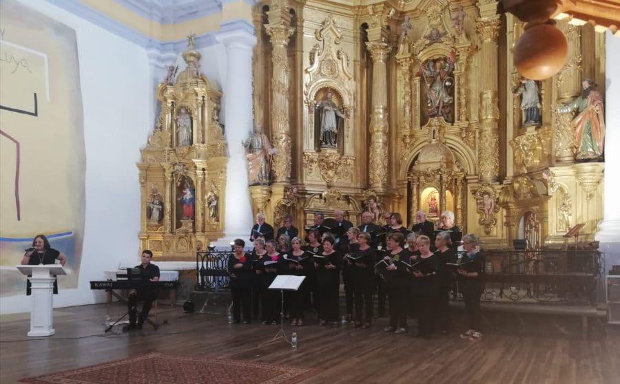 La Coral Polifónica de Haro ofrece un vistoso concierto en la iglesia de San Miguel de Antezana 1
