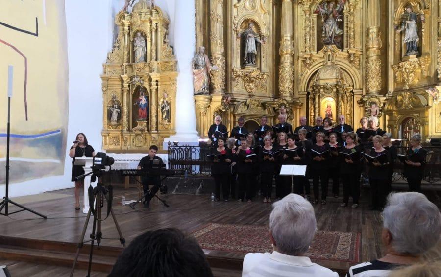 La Coral Polifónica de Haro ofrece un vistoso concierto en la iglesia de San Miguel de Antezana 2