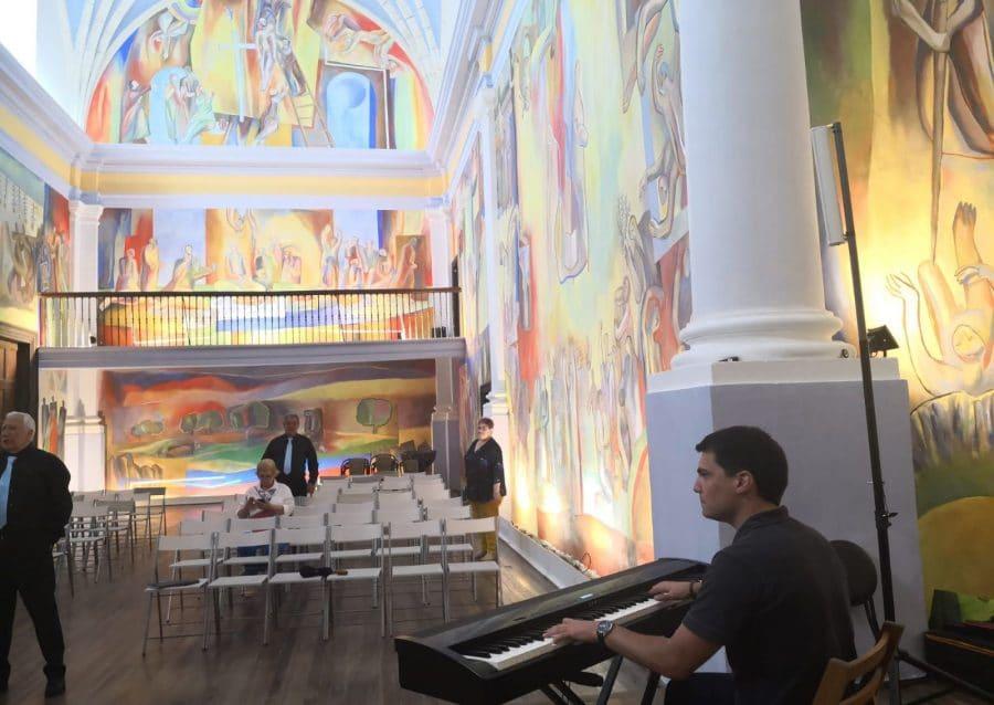 La Coral Polifónica de Haro ofrece un vistoso concierto en la iglesia de San Miguel de Antezana 3