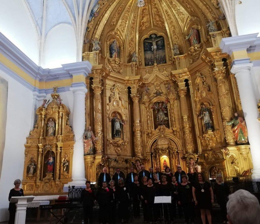 La Coral Polifónica de Haro ofrece un vistoso concierto en la iglesia de San Miguel de Antezana 4
