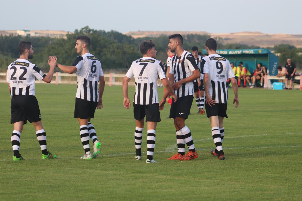 El Haro festeja uno de los goles en Varea | Foto: Antonio Corral