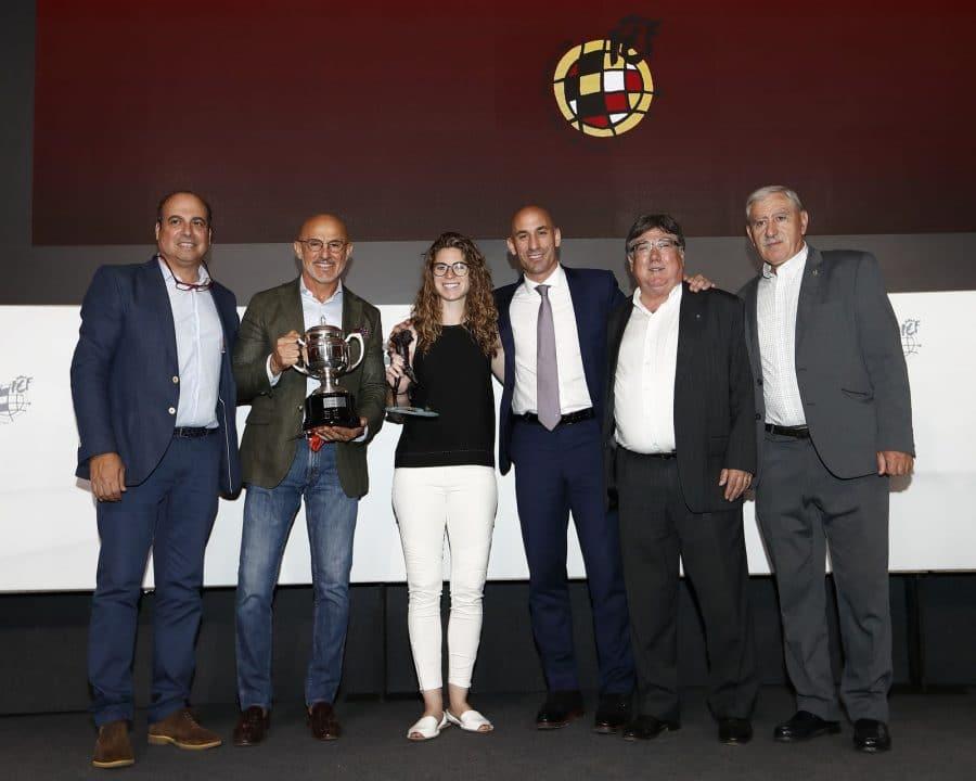 Luis de la Fuente ya tiene el trofeo de campeón de liga del Haro Deportivo 1