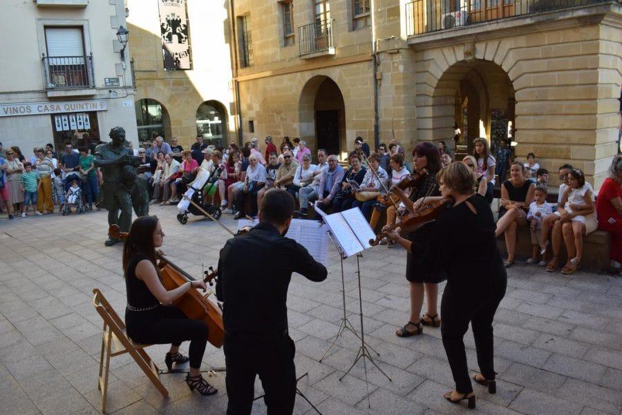 La Ronda Clásica llena de música las calles de Haro 11