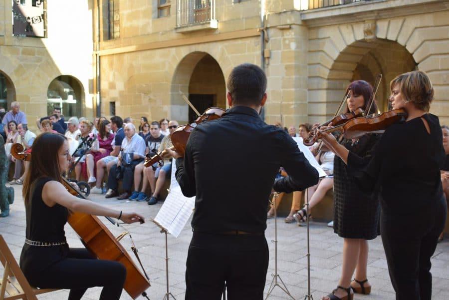 La Ronda Clásica llena de música las calles de Haro 12