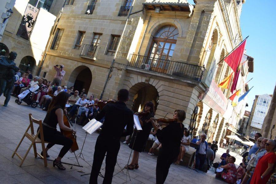La Ronda Clásica llena de música las calles de Haro 13