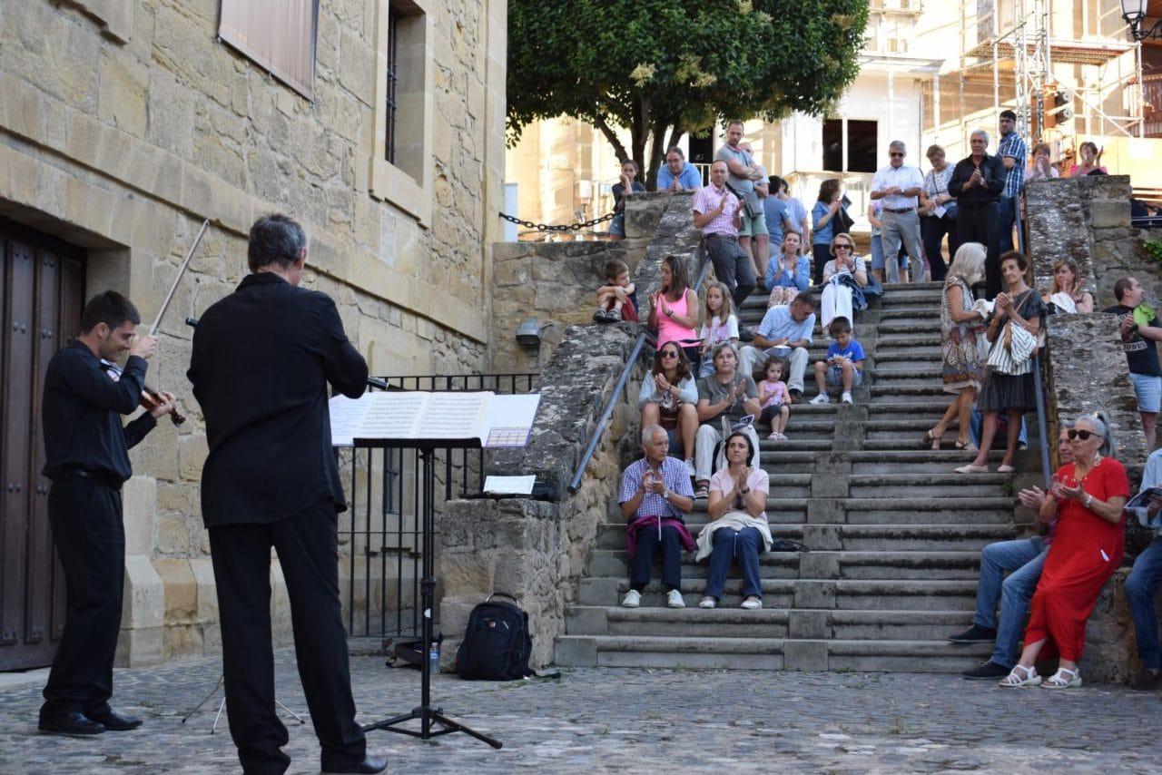 La Ronda Clásica llena de música las calles de Haro 1