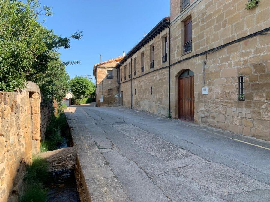 El Gobierno riojano colaborará en la urbanización de calles en el casco antiguo de Casalarreina 2