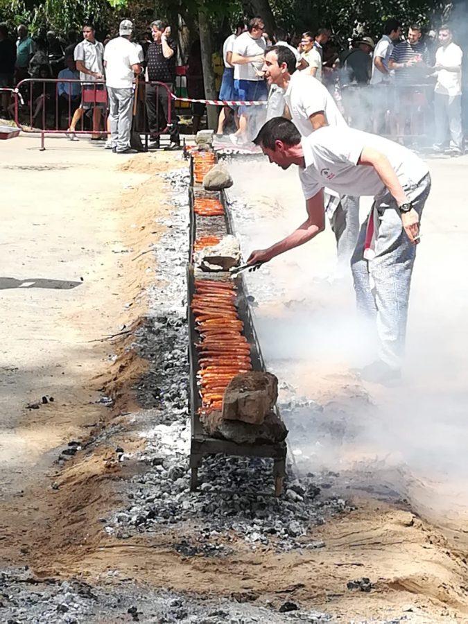 Más de 2.000 bocadillos para celebrar el festival del chorizo de Camprovín 13