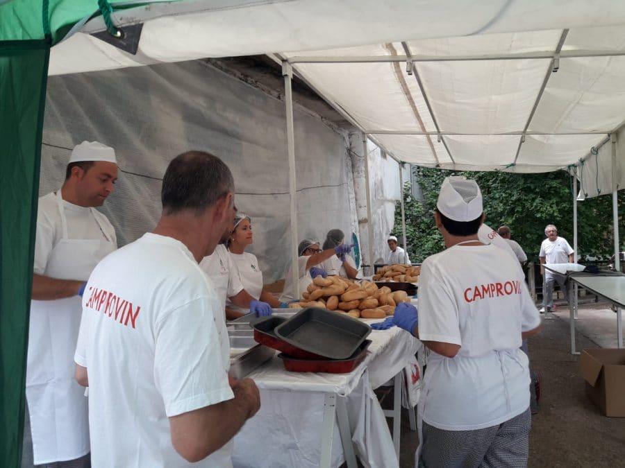 Más de 2.000 bocadillos para celebrar el festival del chorizo de Camprovín 2
