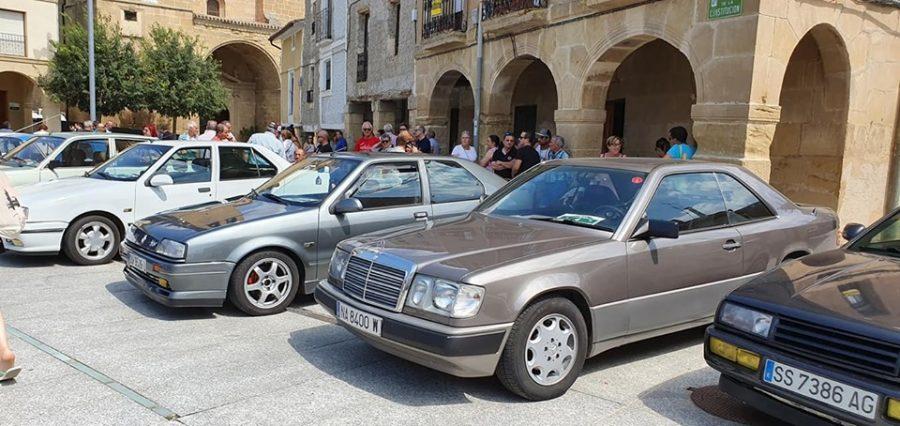 Anguciana se convierte en un gran museo al aire libre de coches antiguos 8