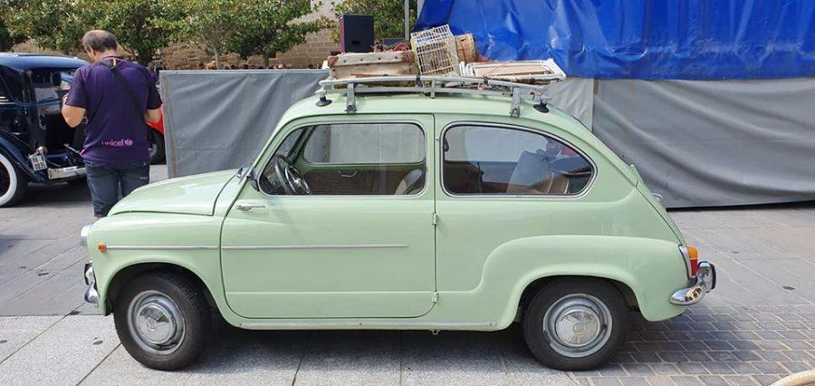 Anguciana se convierte en un gran museo al aire libre de coches antiguos 1