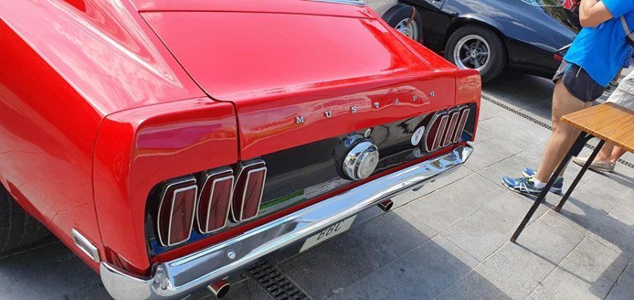 Anguciana se convierte en un gran museo al aire libre de coches antiguos 2