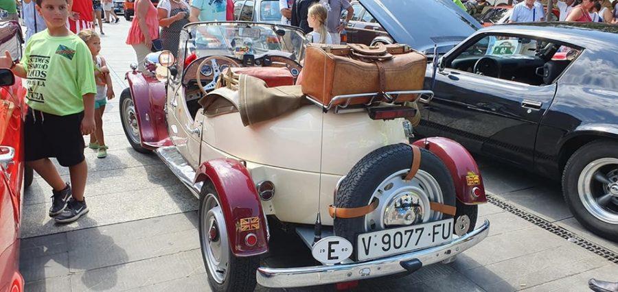 Anguciana se convierte en un gran museo al aire libre de coches antiguos 3