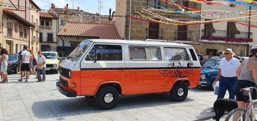 Anguciana se convierte en un gran museo al aire libre de coches antiguos 4