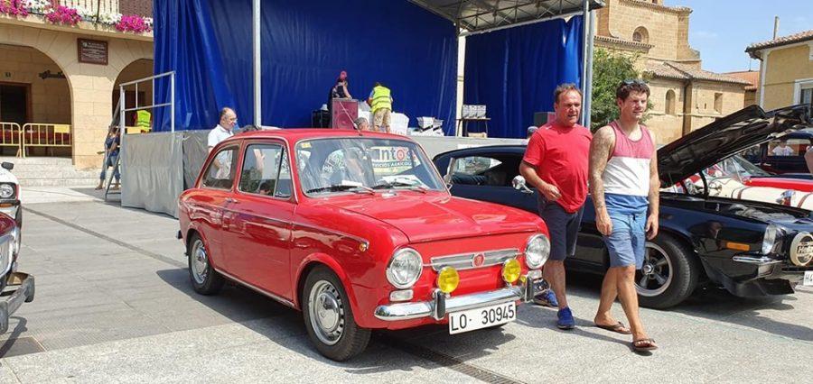 Anguciana se convierte en un gran museo al aire libre de coches antiguos 6