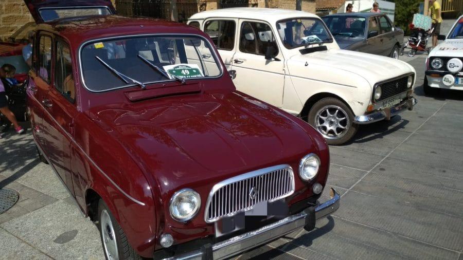 Anguciana se convierte en un gran museo al aire libre de coches antiguos 11