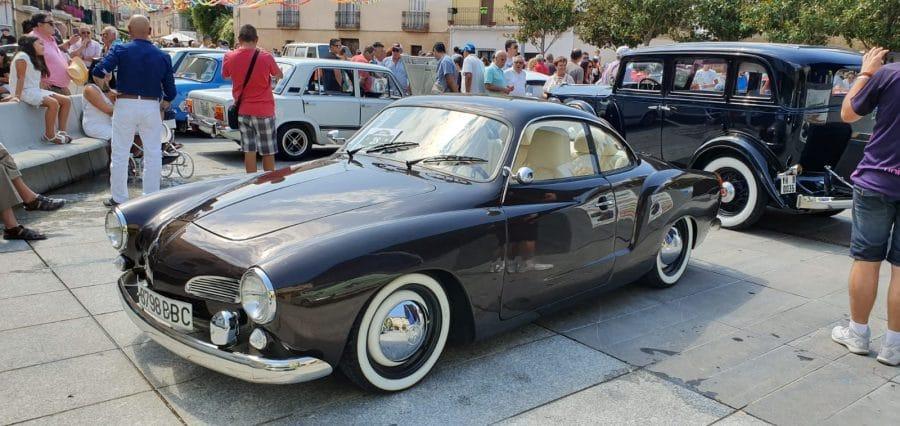 Anguciana se convierte en un gran museo al aire libre de coches antiguos 13