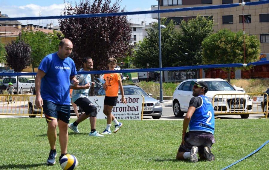 FOTOS: Voleibol a pie de calle en Haro 16